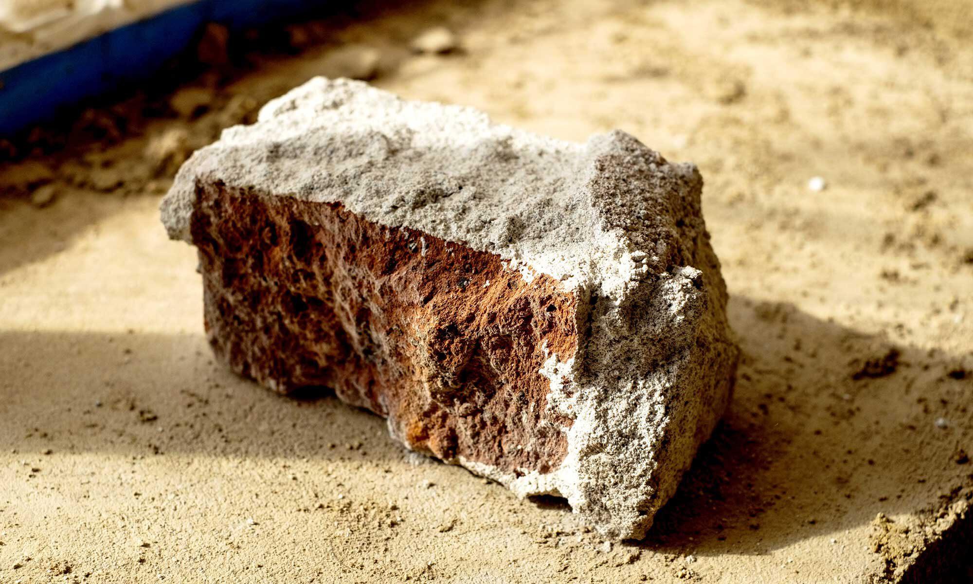 Backstein auf Sand